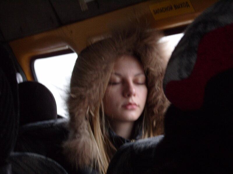 Видео выебал девушку в автобусе у всех на глазах