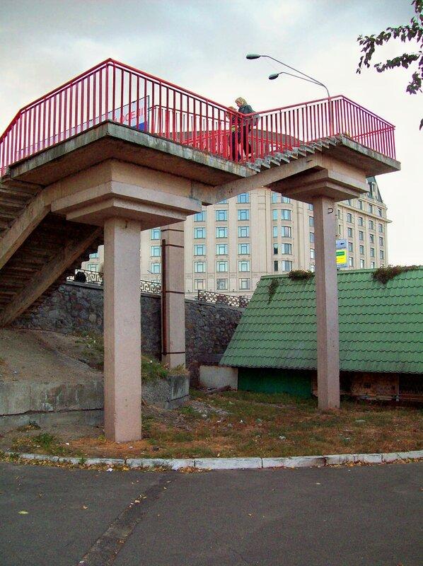 Пешеходный мост на Почтовой площади