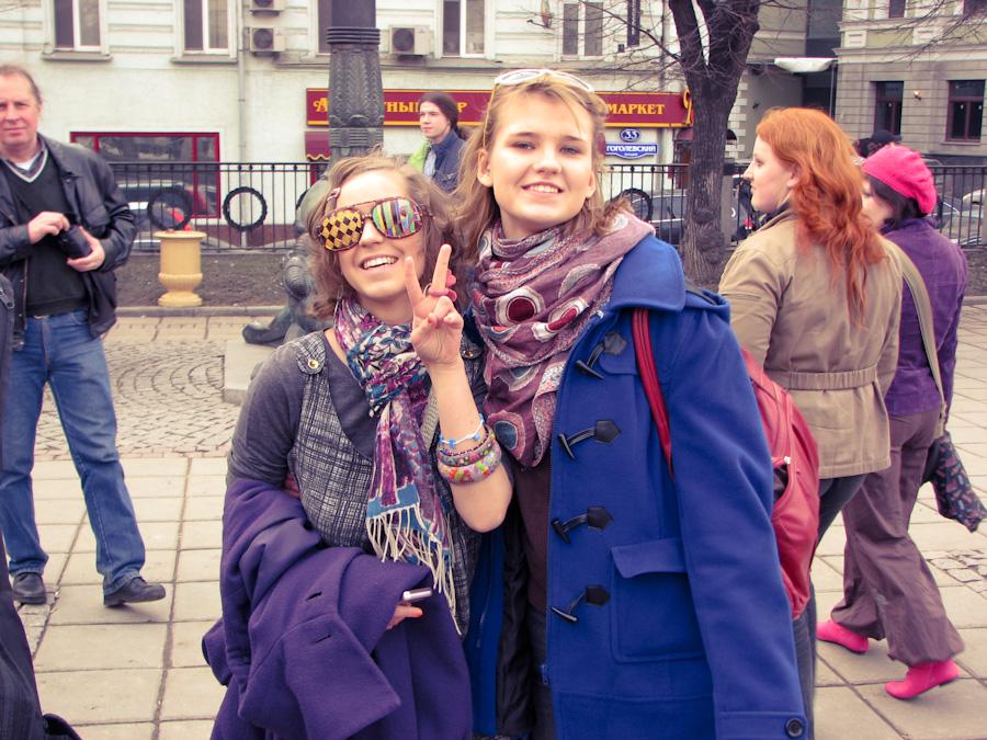 2010, город, девушки, люди, молодая, москва, мужчина, неформалы, пейзаж, радость, россия, хиппи, гоголевский бульвар, 1 апреля, гоголя