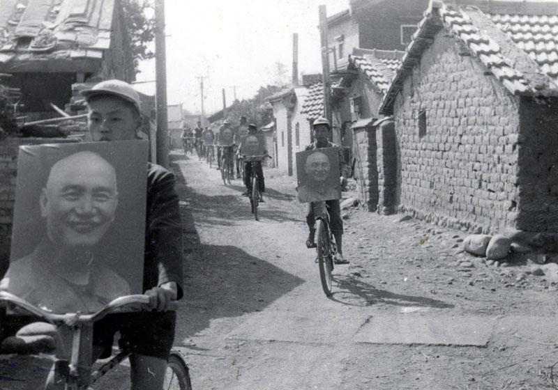1920е Демонстрация с портретами Сунь Ятсена. Китай.jpg