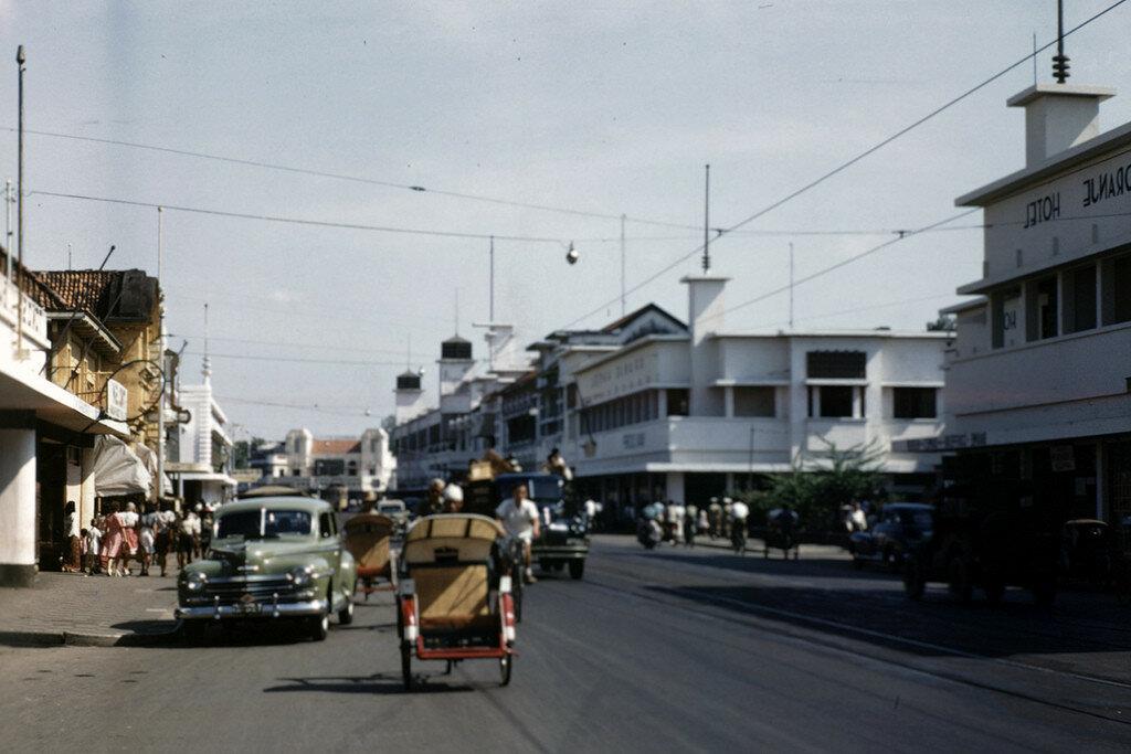 1945-49 Soerabaja Java main street2.jpg