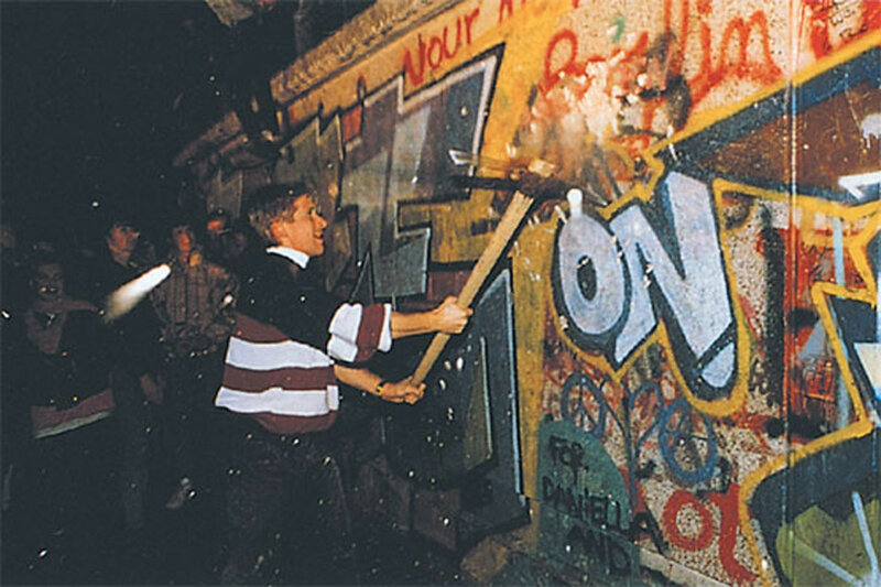 25 лет падения Берлинской стены. Уникальные исторические фотографии 0 1b49e4 2e5da498 XL