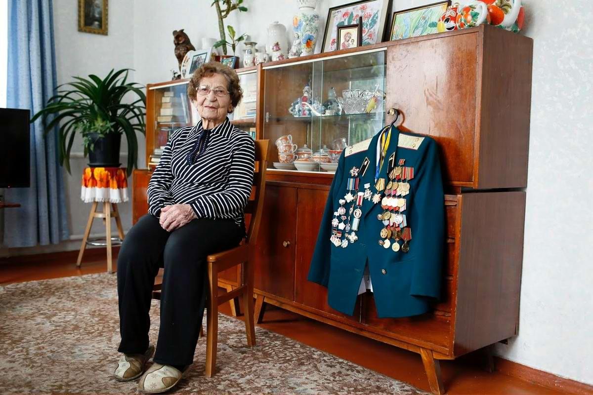 Валентина Кусинич служила медсестрой в танковом полку с декабря 1941 по апрель 1946 года. Закончила войну на территории Германии