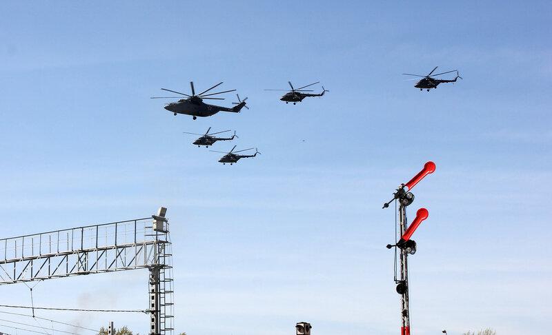 Вертолёты над станцией Подмосковная