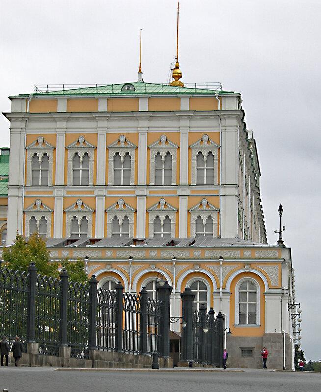 Большой Кремлевский дворец, вид сбоку.