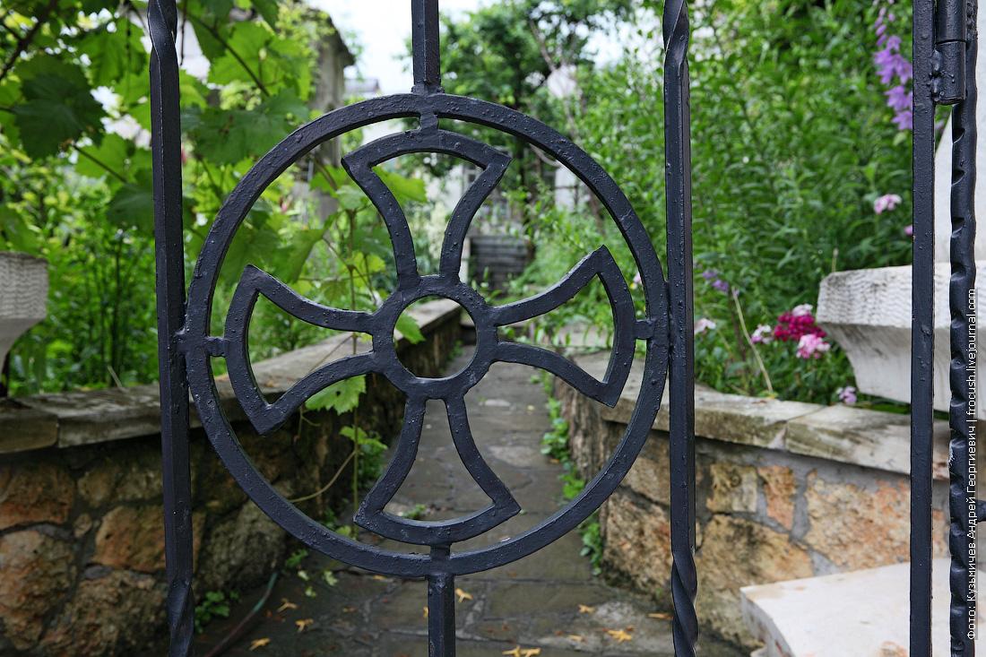 ограда Свято-Успенский пещерный монастырь