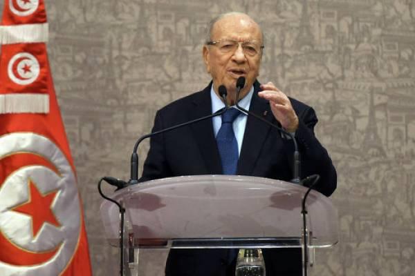 Президент Туниса ввел в стране чрезвычайное положение