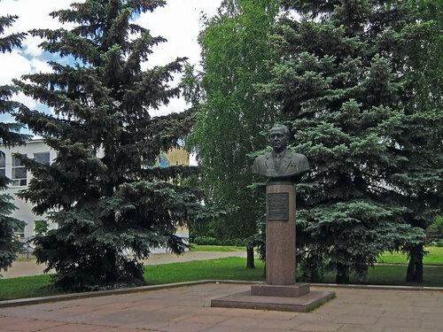 Серпухов. Площадь Владимира Храброго. Фонтан и памятник Владимиру Храброму !