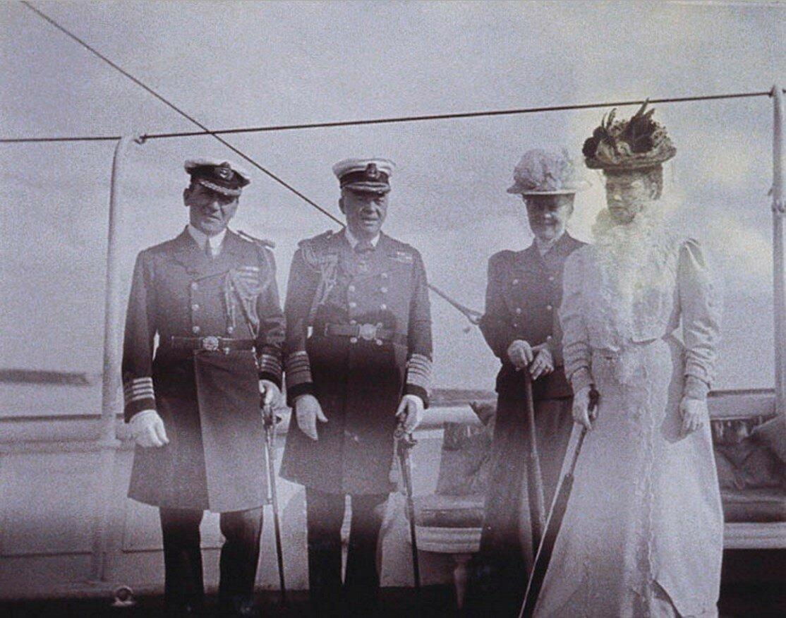 48. Вдовствующая императрица Мария с лордом Джоном Фишером на палубе королевской яхты «Виктория и Альберт»