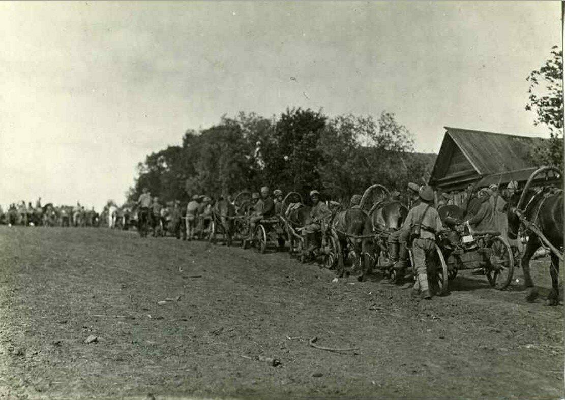 1918. Солдаты расположились станом в сибирской деревне