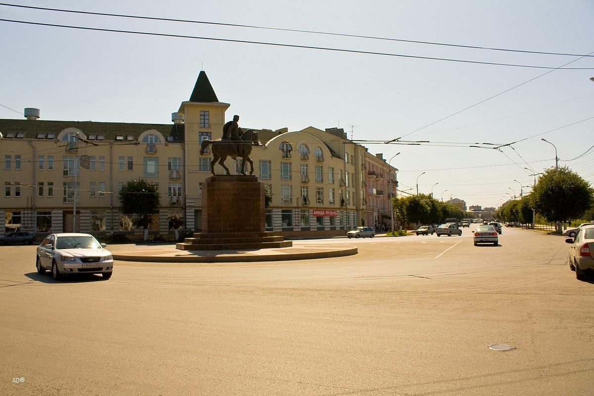 Соборная площадь и Памятник Олегу Рязанскому