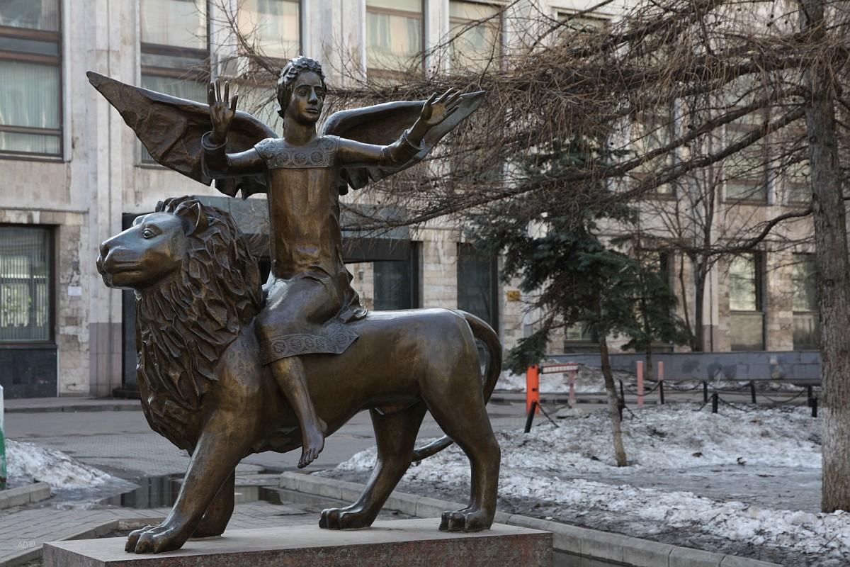 Скульптура Весть