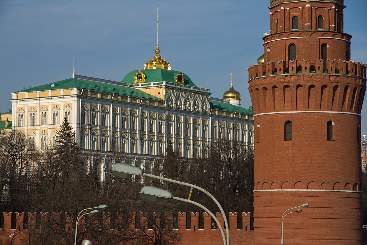Водовзводная (Свиблова) башня перед Большим Кремлёвским дворцом