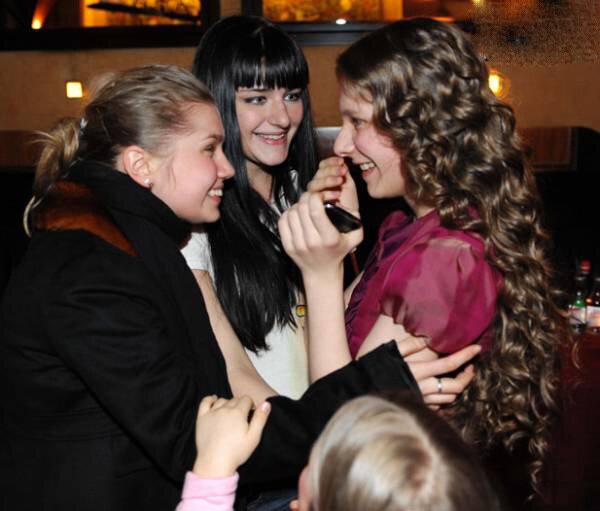 Они какое-то время просто дружили, а недавно, на съемках сериала гетеры майора соколова, их дружба переросла в нечто большее.