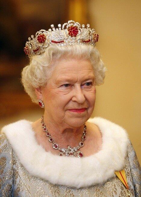 корона на голове королевы елизаветы i происхождение