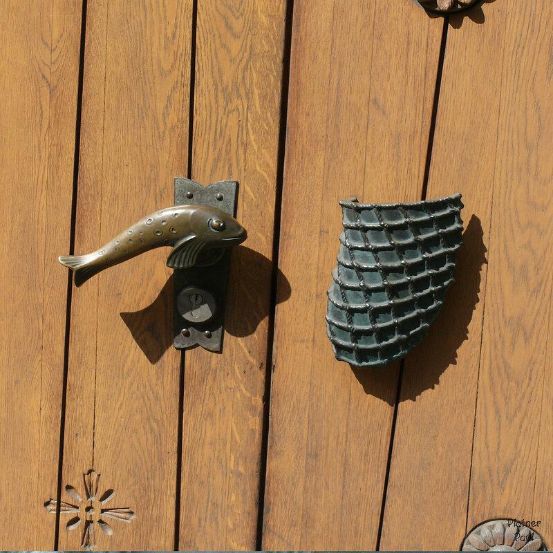 похоже на дом рыбака, рыбка и сеть)))))