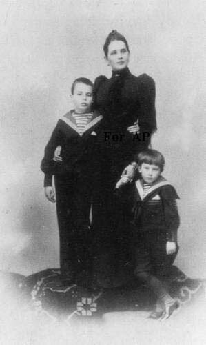 Княгиня З.Н.Юсупова с сыновьями
