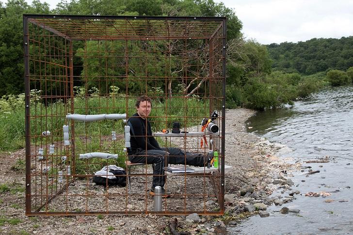 Пока попробую на берегу, а потом перенесу в реку, где мишки любят рыбачить.