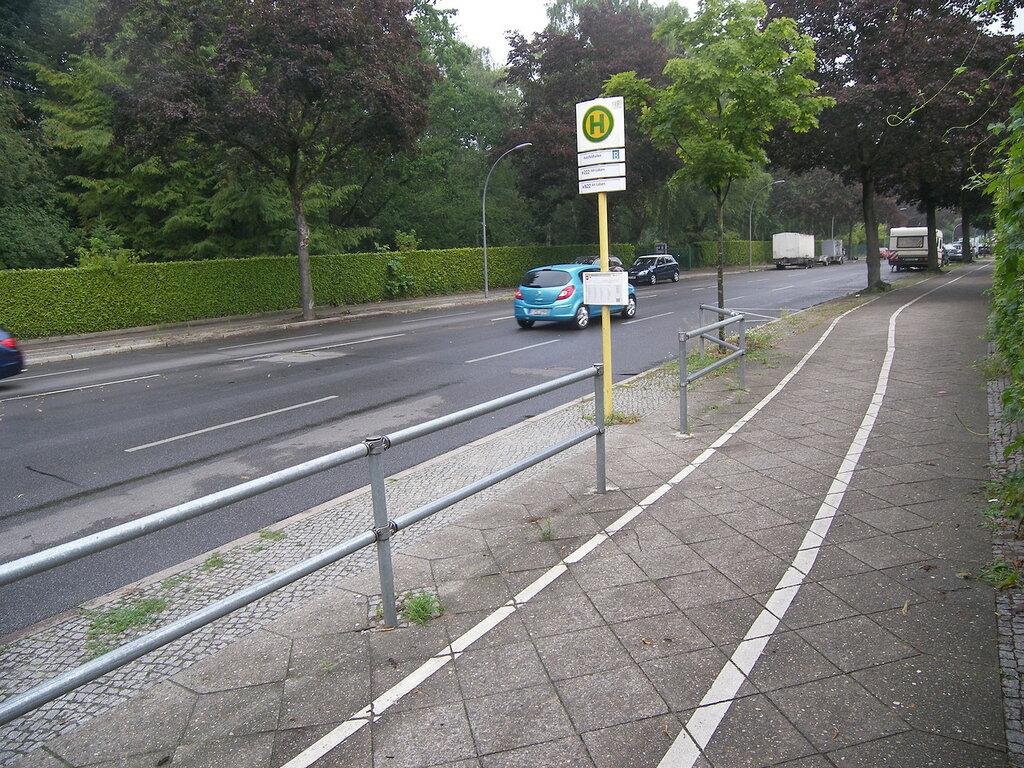 2015-07-07  Berlin / Alt-Tegel = остановка общественного транспорта, с расписание вкакие часы и в какие минуты придет конкретный автобус. Удобно!