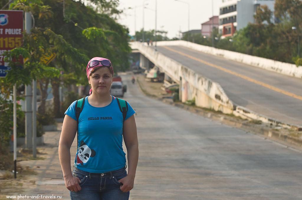3. По пути к пирсу Паттайи. Отзывы туристов об отдыхе в Таиланде. Пример портрета, снятого на зеркалку Nikon D5100 и телевик Nikkor 70-300. Настройки камеры: 1/640 сек, 0 eV, приоритет диафрагмы, f/5, 85 мм, ИСО 250