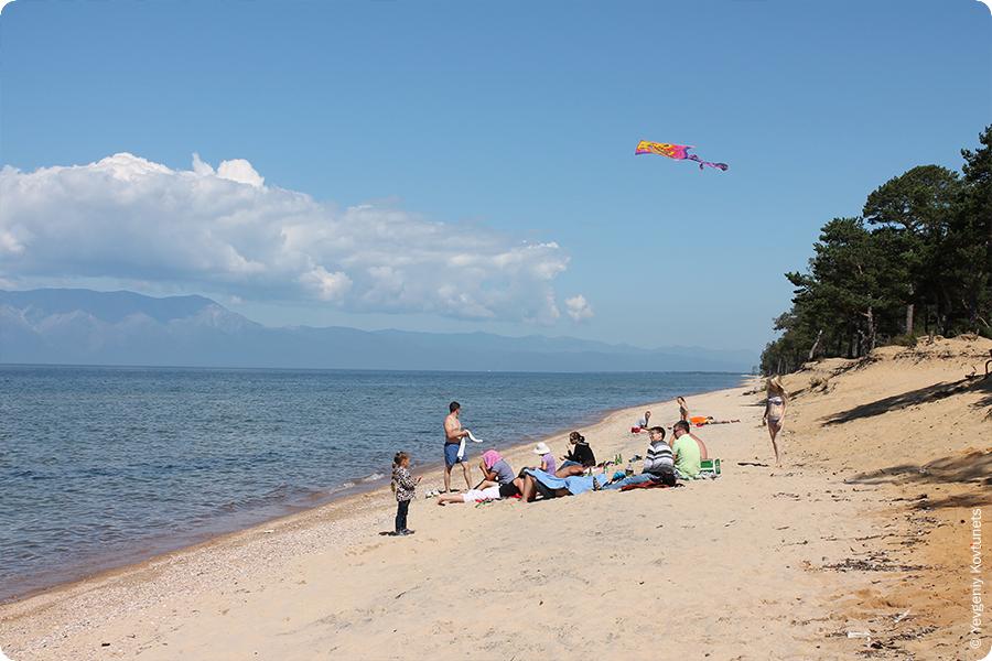 разноцветный песок пляжа в Усть-Баргузине, Байкал