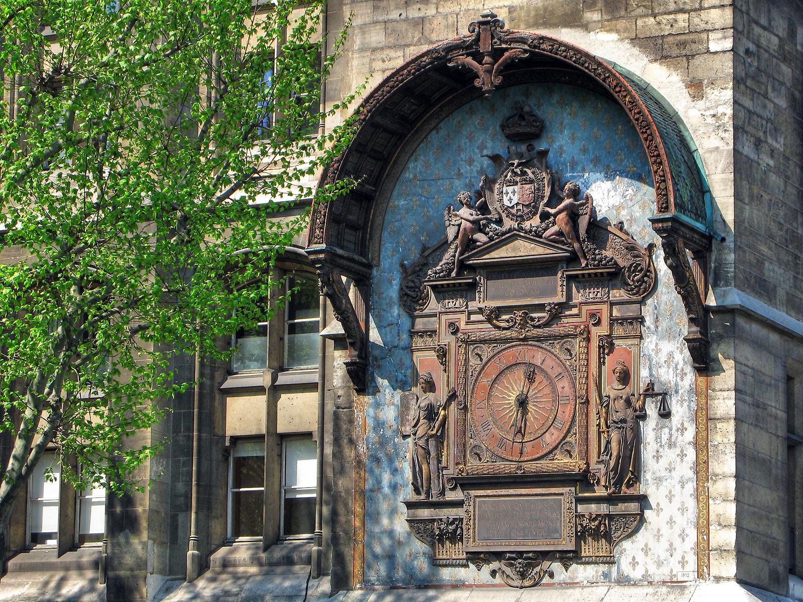 Первые часы Парижа
