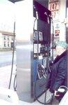 Анна Юрьевна Смирнова-Марли на автозаправке в Ричфильд-Спрингсе