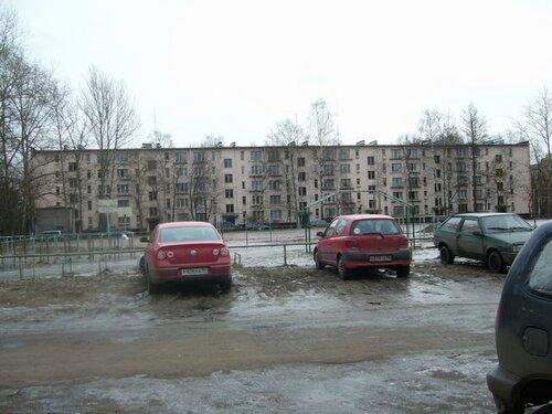 ул. Подводника Кузьмина 7