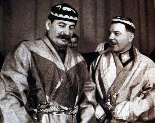 В узбекских халатах. 1935 год.