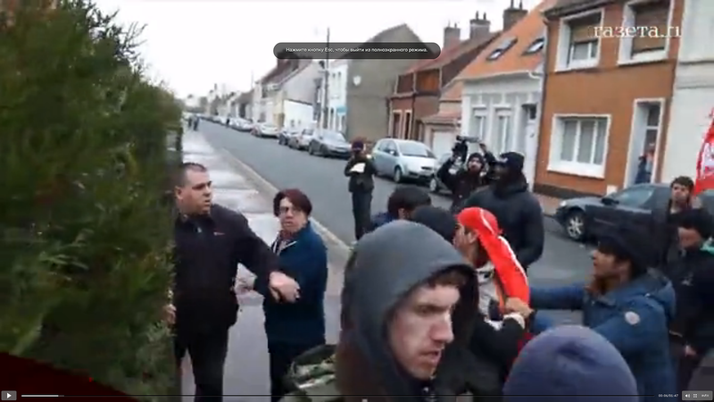 Скриншоты видео: Француз ответил ружьем на бунт беженцев