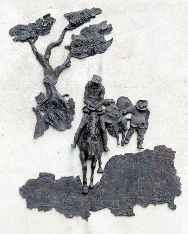 Алькала-де-Энарес. Памятник Сервантесу