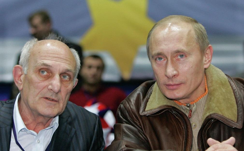 В кино также снимался тренер Владимира Путина Анатолий Рахлин. В своей биографии «Сэнсэй президента»