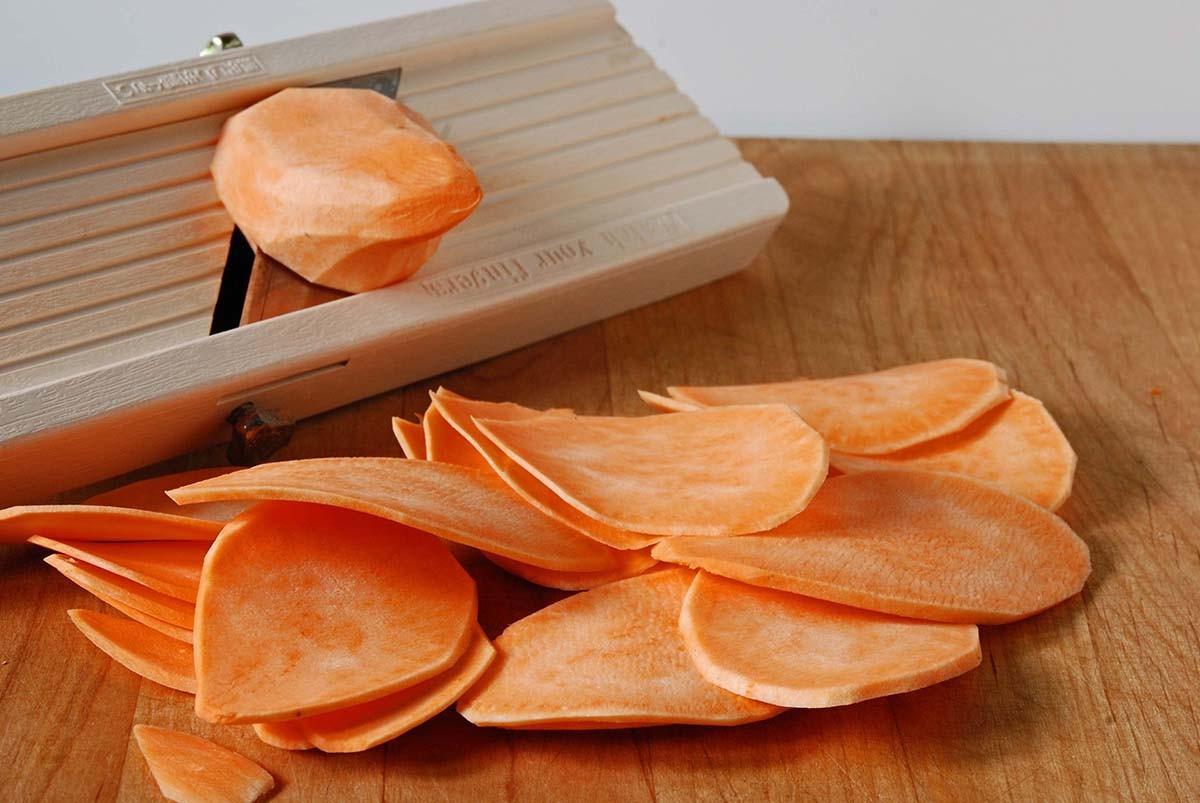 5. Сладкий картофель Этот продукт, съеденный на голодный желудок, способен вызвать тяжесть в желудке