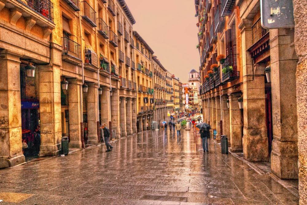 Намногие центральные улицы Мадрида автомобилям въезд закрыт, штраф— 100$. Исключение— только для