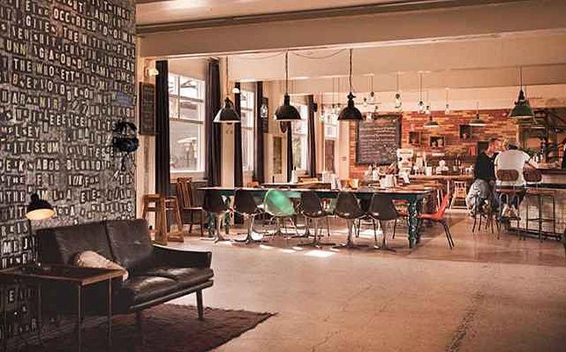 Цены: от 20,54 евро за место в общем номере и от 42,79 евро за удобства двухместного номера. Мебель