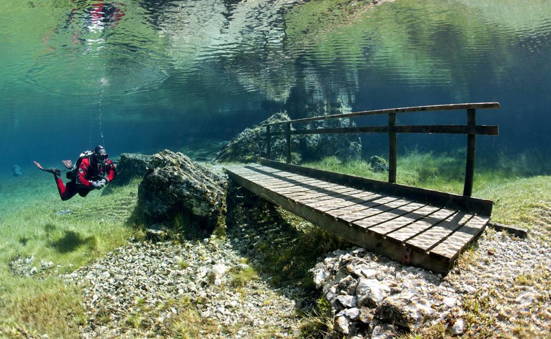 Идеальное время для посещения Зеленого озера – июнь, когда уровень воды еще не спал, а природа уже п