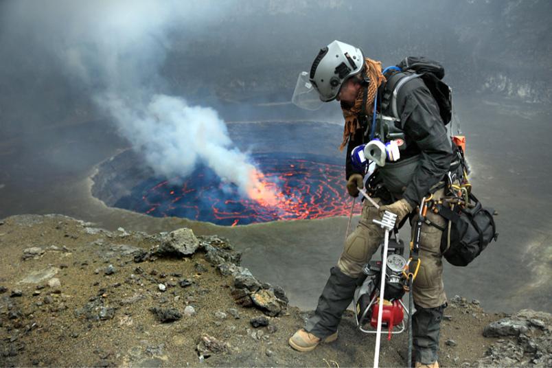 «Я не волновался. Я уже спускался в кратеры вулканов в разных уголках мира. Страховочный канат не да