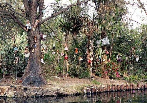 Об Острове кукол