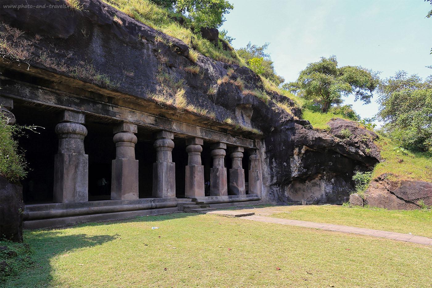 18. Вход в пещеру с восточной стороны.Поездка на экскурсии в Мумбаи в Индии (1125) (17-40,1/80, -1eV, f9, 17 mm, ISO 100)