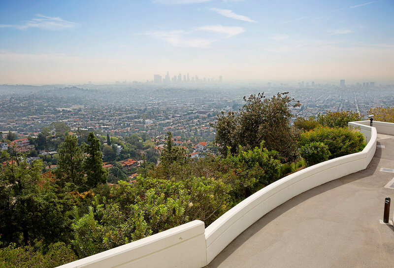 Вид на Лос-Анджелес со смотровой площадки обсерватории Гриффита.