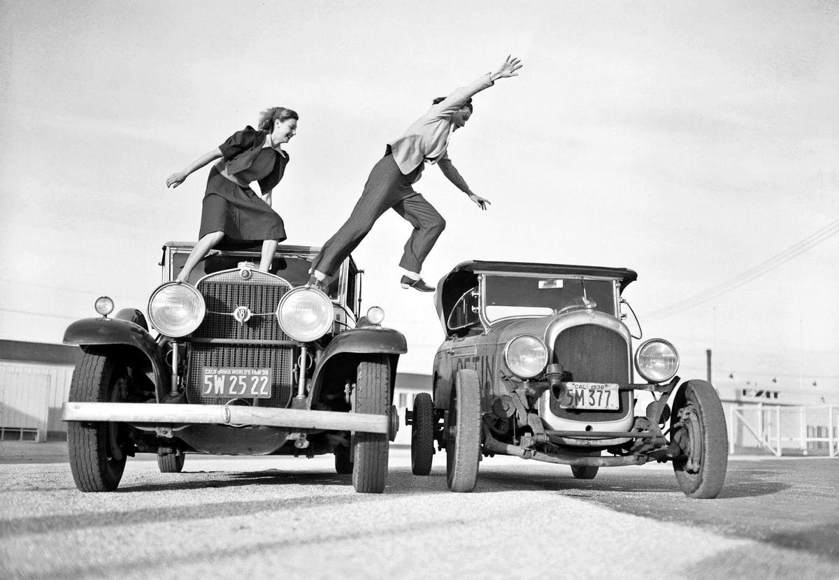 Мы - девчонки-хулиганки: Американские каскадерши во время показательных выступлений (1939 год)