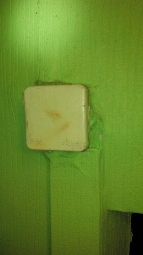 Вызов электрика аварийной службы в квартиру из-за подгорания скруток медных и алюминиевых проводов в распределительной коробке