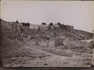 Вид на южную городскую стену и крепость.png