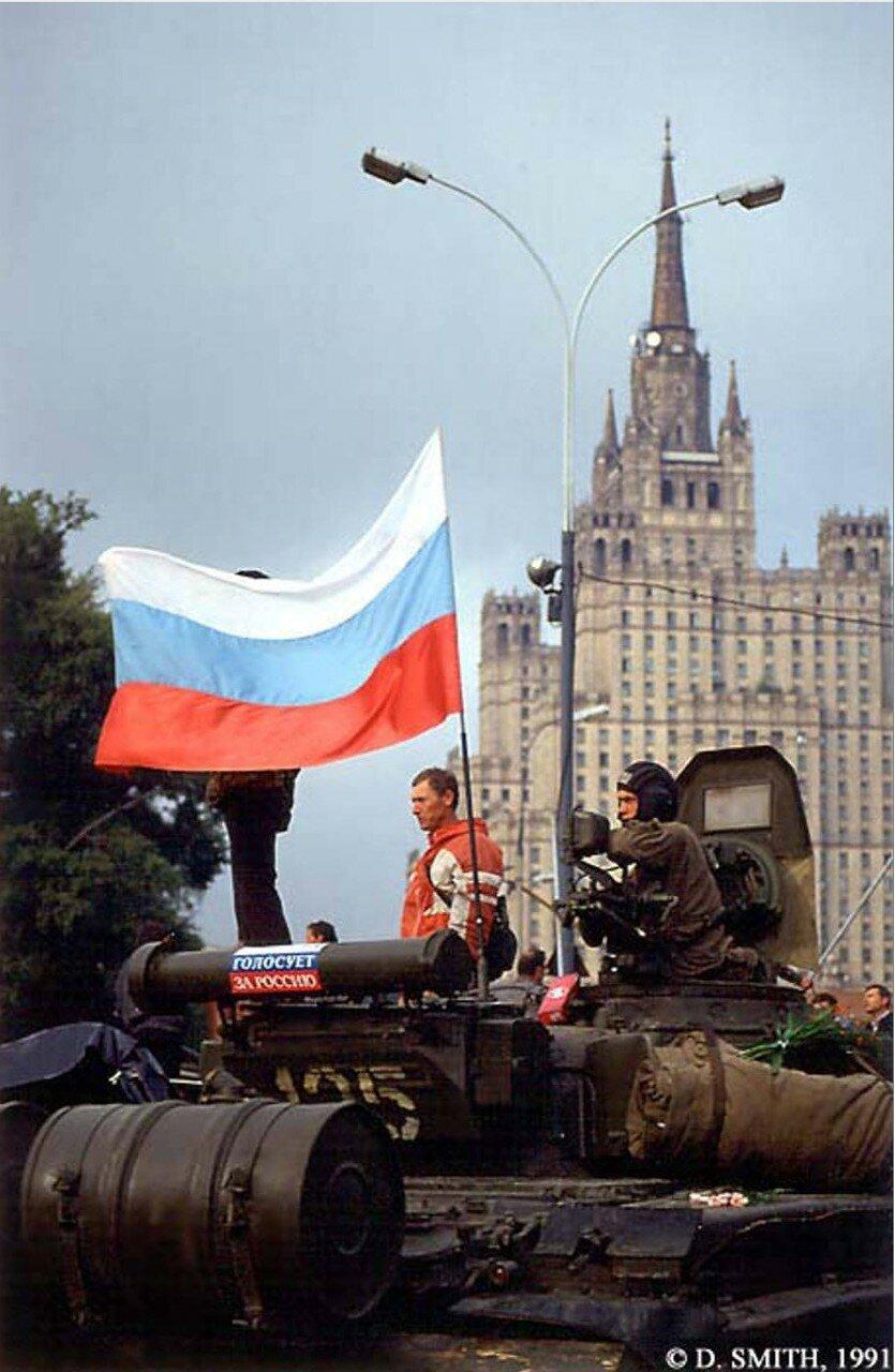 Один из танков перешедших на сторону Белого дома