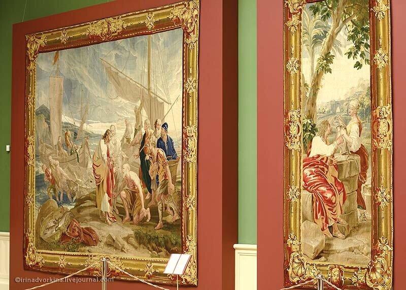 Слева: шпалера «Чудесный улов»; справа: «Христос и самаритянка». ГМЗ «Царицыно».