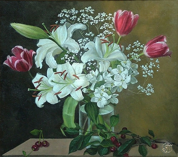Цветы в вазе на темном фоне