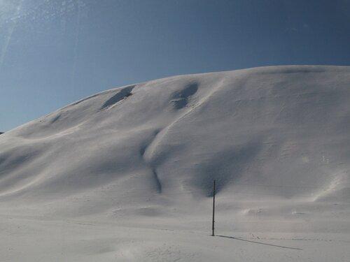 сопка, покрытая снегом