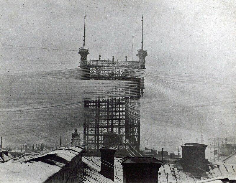 Телефонная станция в Стокгольме, обслуживающая 5000 линий в 1890-м году..jpg