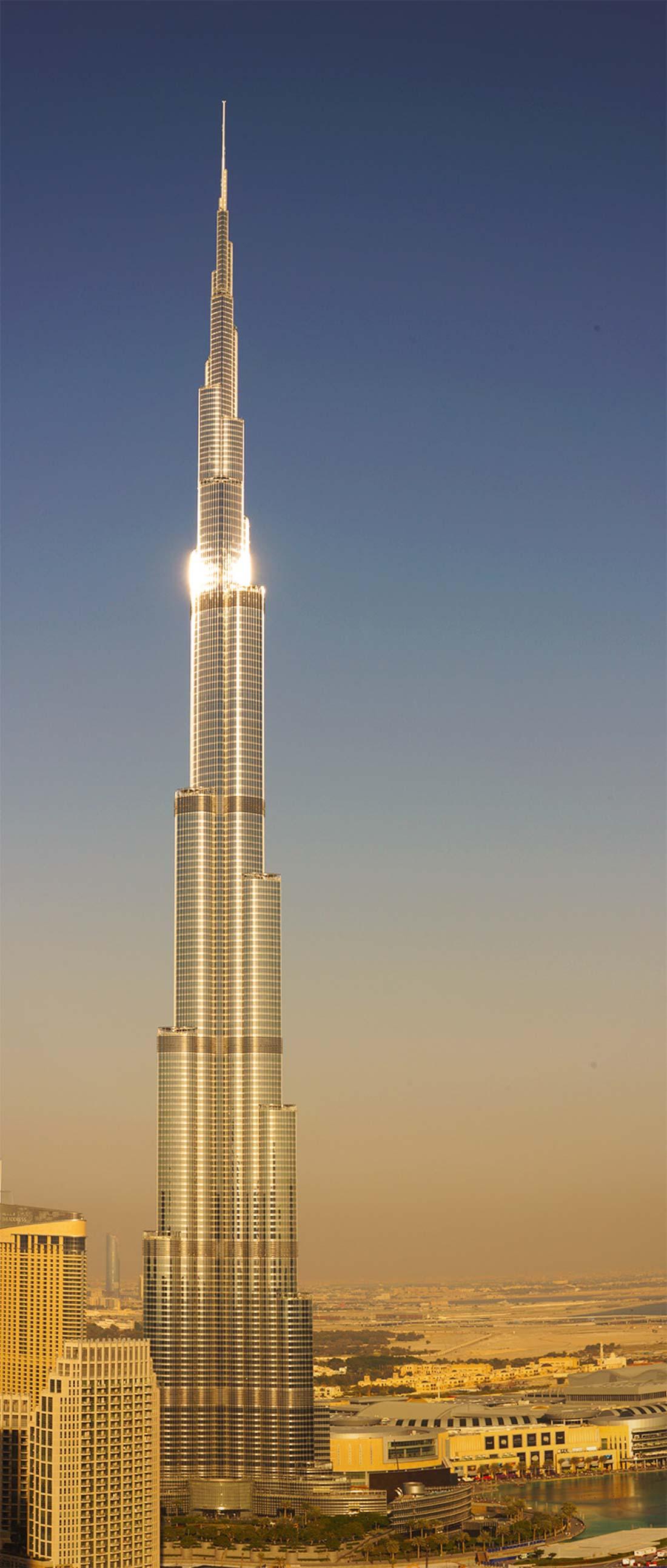 «Бурдж-Халифа» (Дубай) — самая высокая смотровая площадка в самом высоком здании в мире находится на