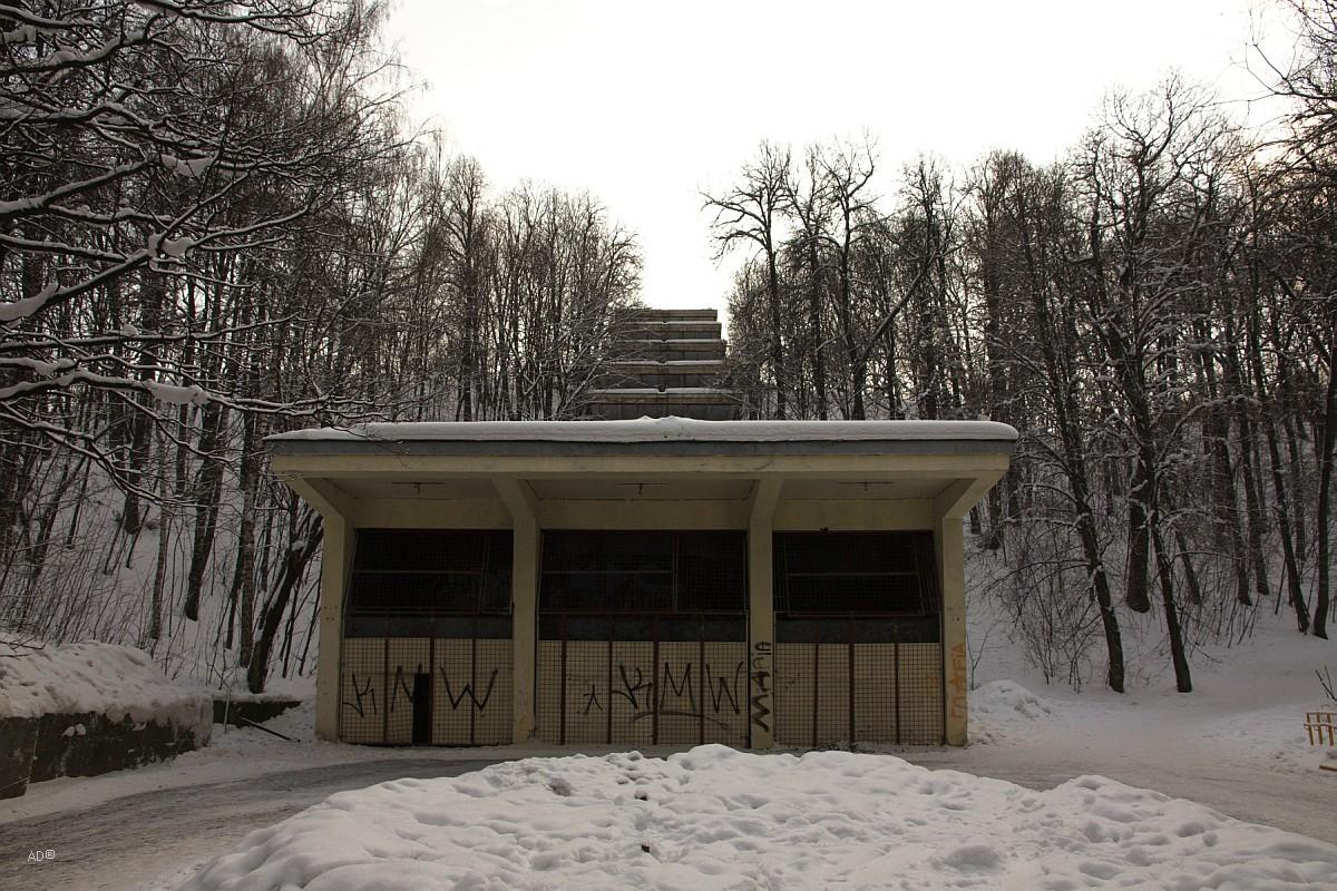 Заброшенная эскалаторная галерея